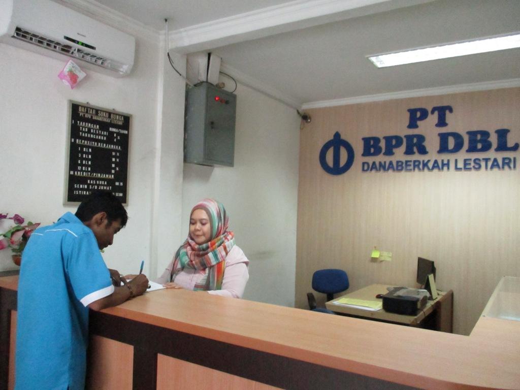 Nasabah-Bank-BPR-DBL (2)