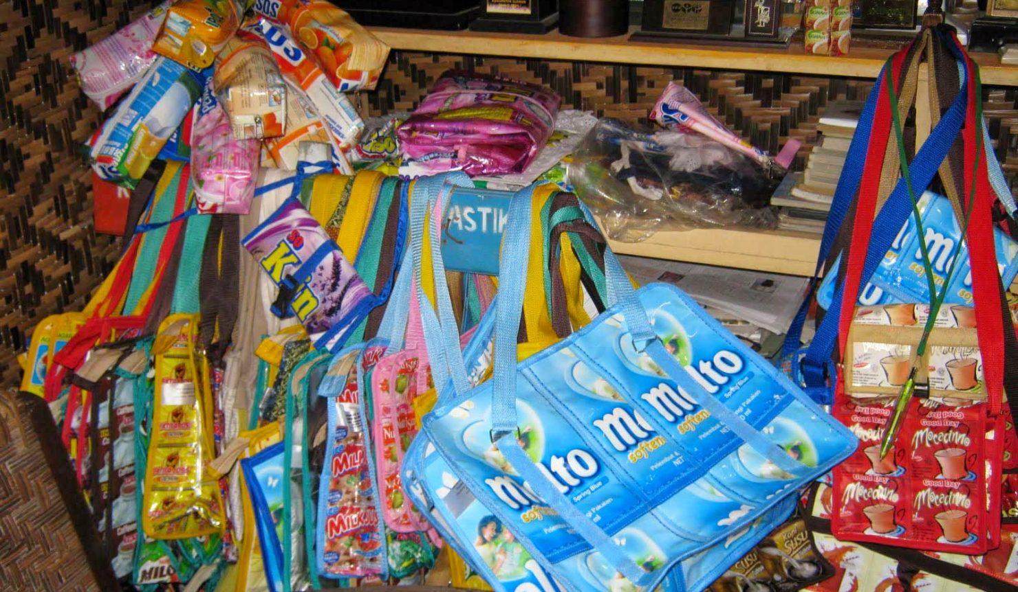 Peluang Bisnis Daur Ulang Sampah Plastik - BPR DBL baf30f4f41